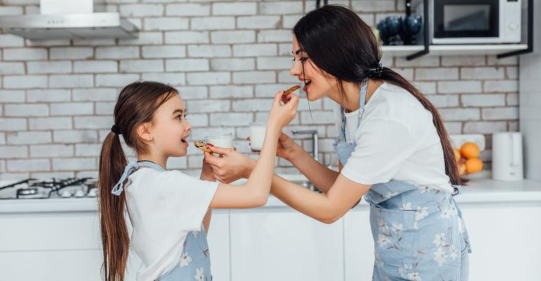 mum-and-daughter-eating-cookies.jpeg