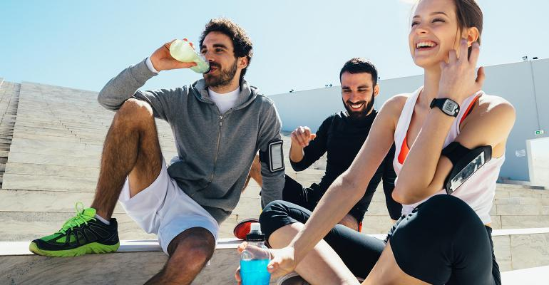 roquette-food-young-people-drinking-after-sport.jpg
